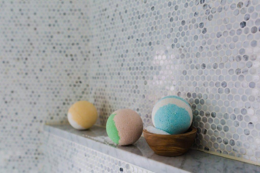 bathroom bath bombs 2562370 1024x682 1